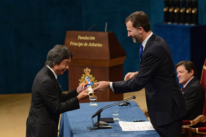 Miyamoto recibiendo el Premio Príncipe de Asturias