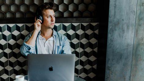 Cómo escuchar artículos web como si fueran un podcast