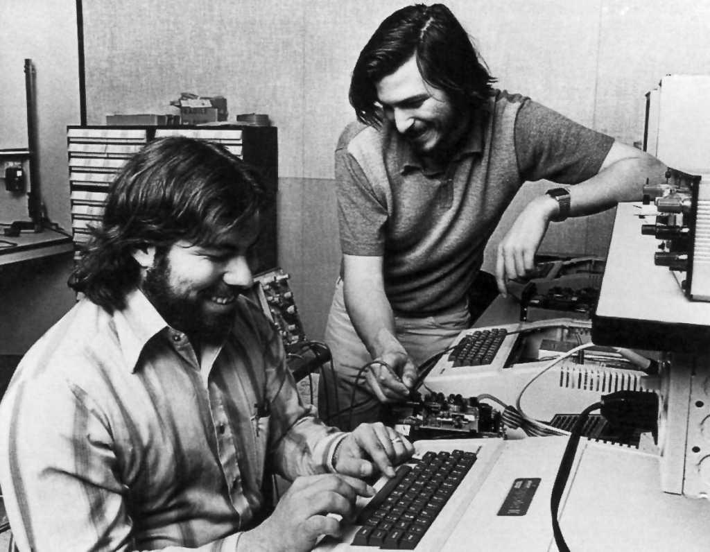 Steve Wozniak junto a Steve Jobs de jóvenes