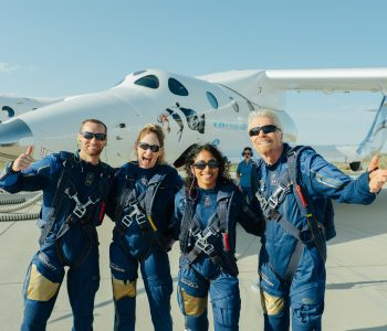 Richard Branson y tripulación de Virgin Galactic
