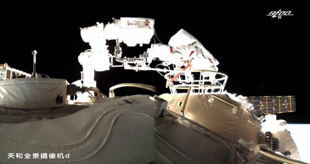 Primer paseo espacial chino